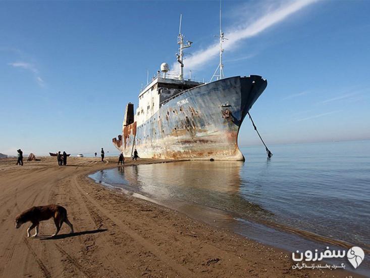 ساحل جزیرهی آشوراده