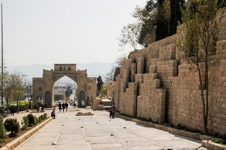آرامگاه خواجوی کرمانی مکان های دیدنی شیراز