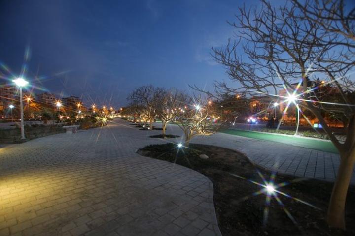باغ راه ایرانی | جاهای دیدنی کیش در شب