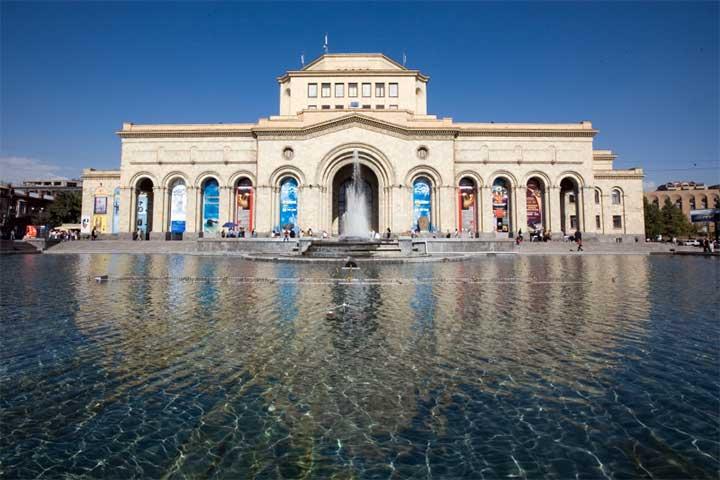 میدان جمهوری ایروان ، دیدنیهایش کم نیست!