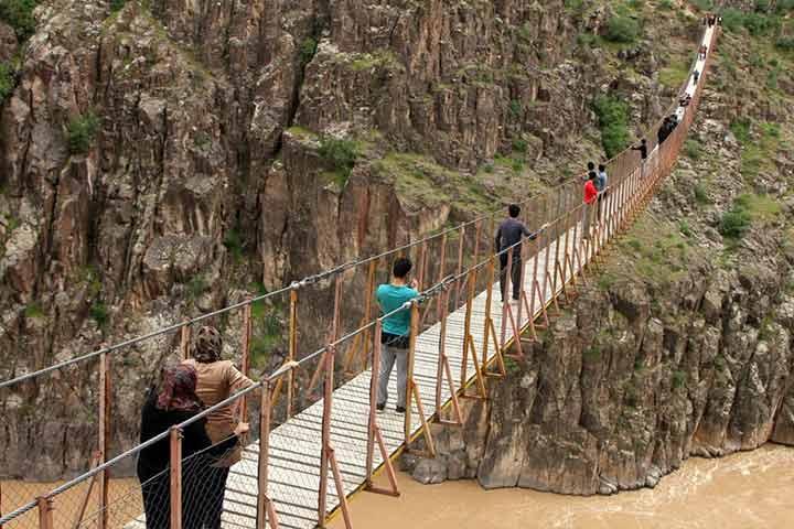 پل معلق پیرتقی اولین پل معلق خاورمیانه و بلندترین پل معلق ایران