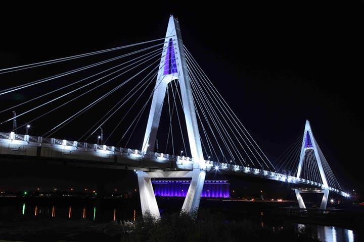 حرف A در این پل به معنی ابتدای کلمه AHVAZ است