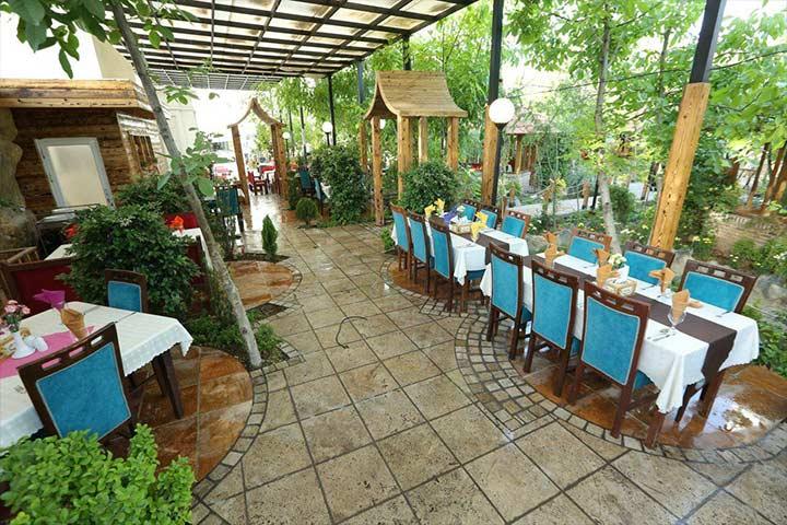 رستوران مهستان شاندیز
