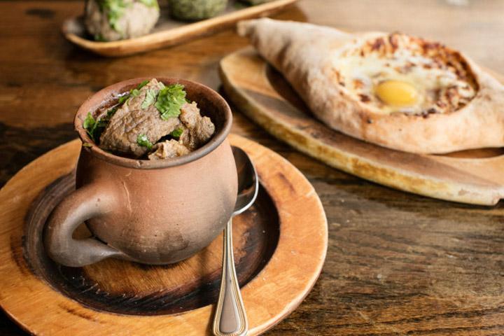 در گرجستان غذاهای محلی را امتحان کنید