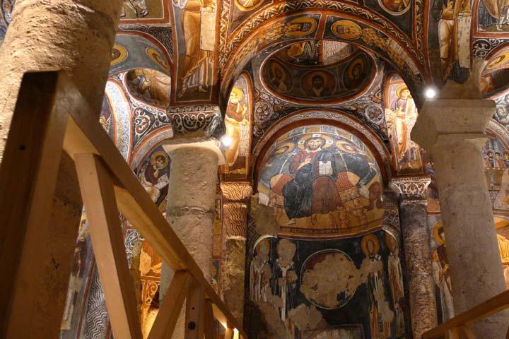 St.Polycarp Church یکی از معروفترین کلیساهای ازمیر