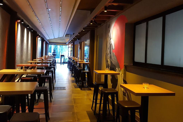تفریحهای شبانهی ازمیر | رستوران بلک جک