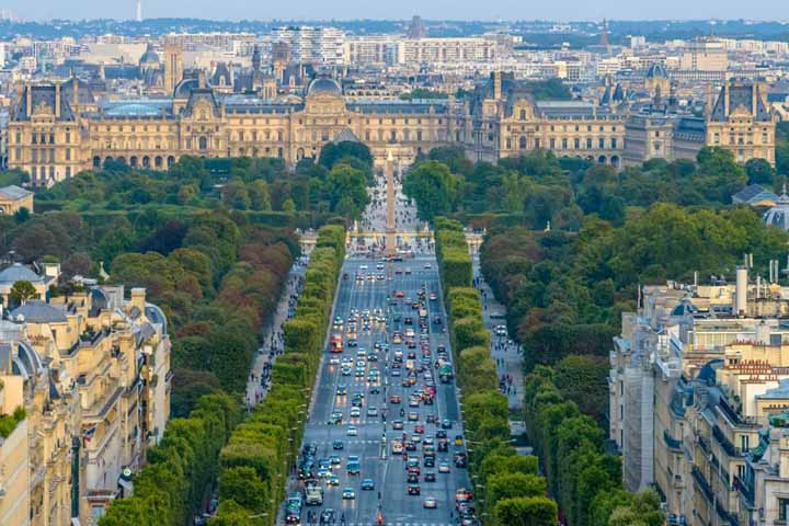 Avenue des Champs-Élysées ییک از زیباترین میدان های پاریس