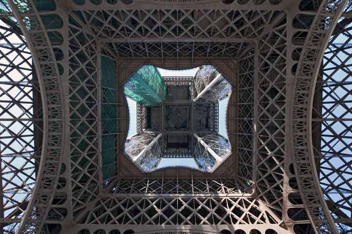 نمایی استثنایی از برج معروف ایفل | Eiffel Tower