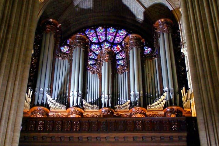 در Sainte-Chapelle موسیقی کلاسیک و کلیسایی حرف اول و آخر را میزند