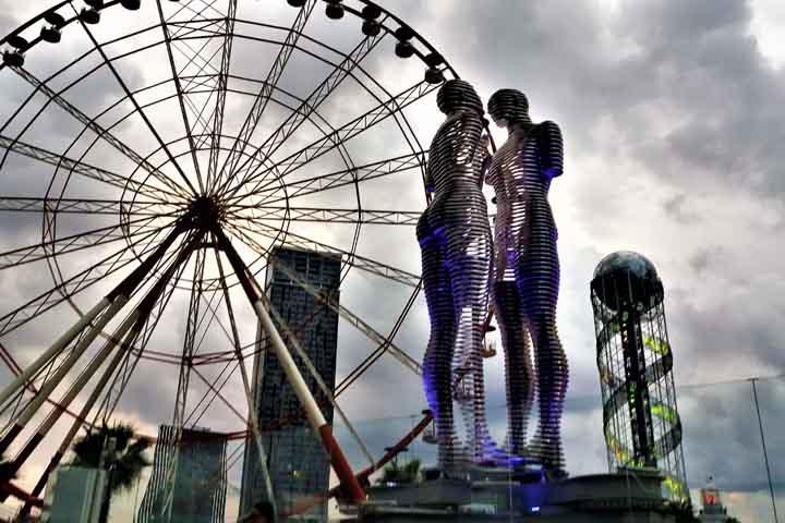مجسمه عشق | از مشهورترین نمادهای باتومی