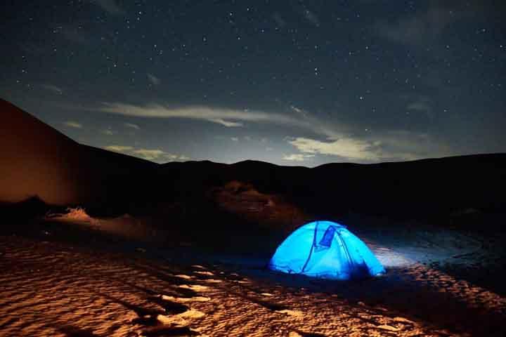 شب در کویر مرنجاب