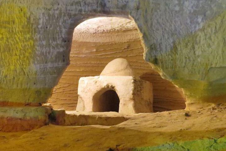مجموعه سه گانه ای از دو غار مصنوعی و یک غار طبیعی