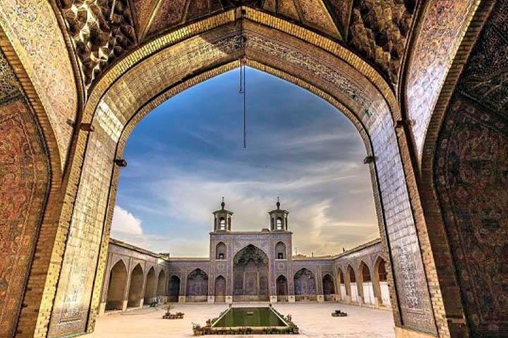 حیاط مسجد وکیل شیراز