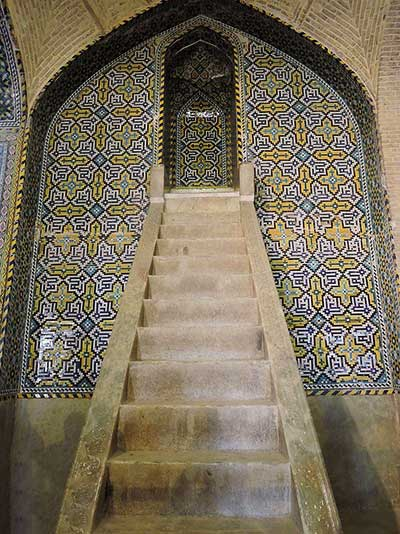 منبر 12 پلهای مسجد وکیل شیراز