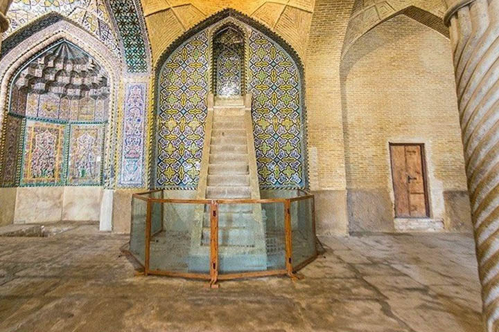 منبر و محراب مسجد وکیل شیراز