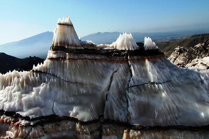 کوه نمکی یا گنبد نمکی جاشک ایجاد شده توسط فرسایش پنجهای