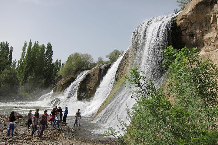 مرادیه   یک آبشار زیبا در وان ترکیه
