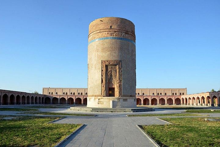 آرامگاه شیخ حیدر | از جاهای دیدنی مشگین شهر