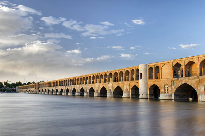 سی و سه پل از اماکن دیدنی اصفهان