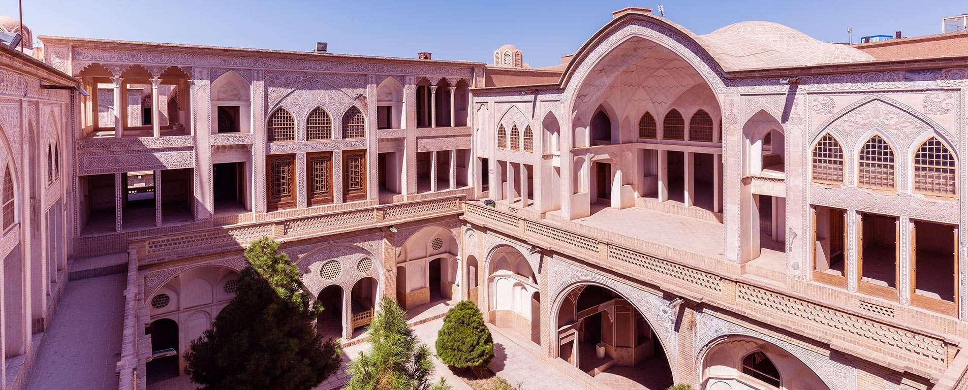 خانه عباسیان ، لذت تماشای هنر در هندسهی یک بنا