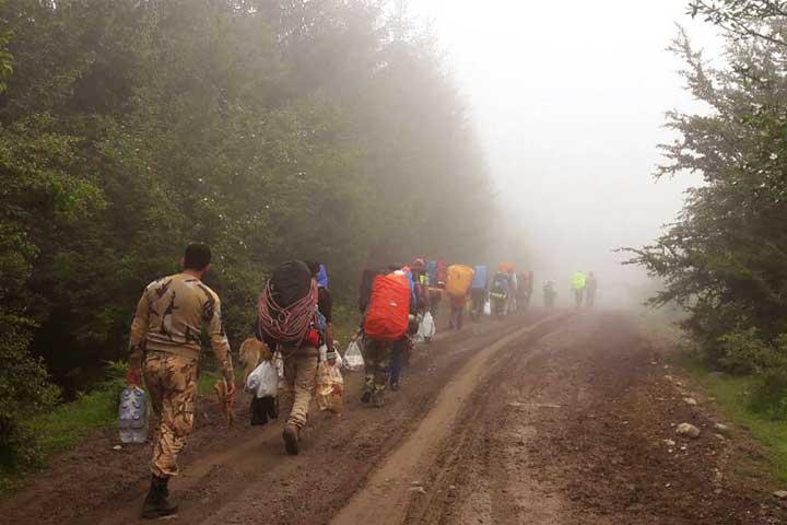 دسته جمعی در طبیعت سفر کنید