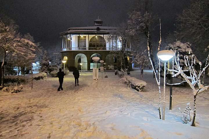 نمای زمستانی کاخ چهل ستون