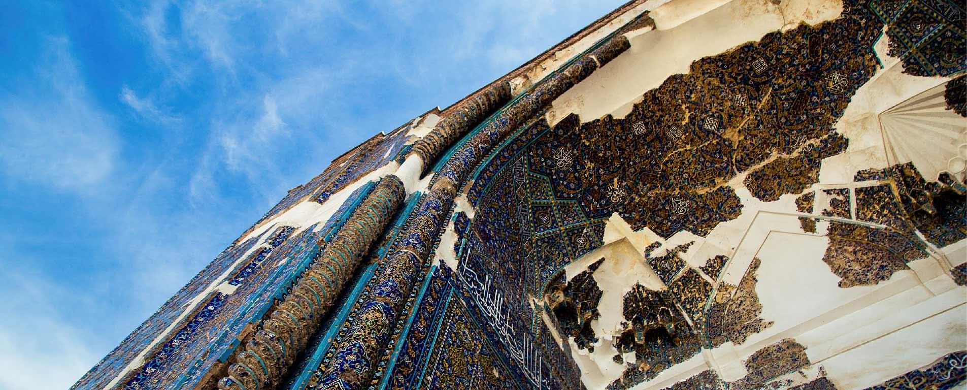 مسجد کبود تبریز ، عبادت زیر سقفی خیال انگیز