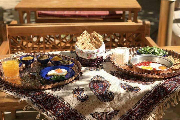 رستوران سنتی پنج دری