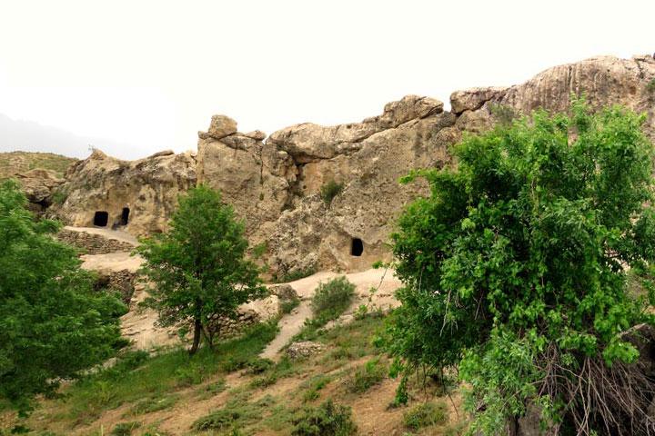 غار سنگی حسین