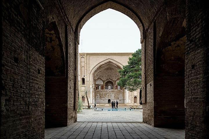 فضای داخلی مسجد جامع ساوه