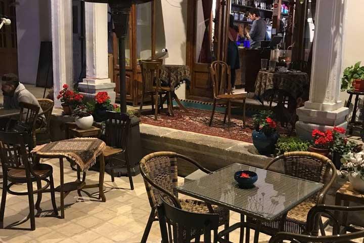 کافه رستوران مس و قالی اصفهان