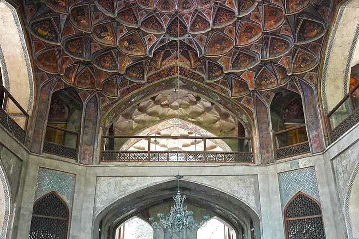 نمایی از سقف کاخ هشت بهشت