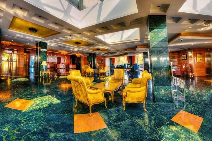 نمایی زیبا از هتل بزرگ شیراز