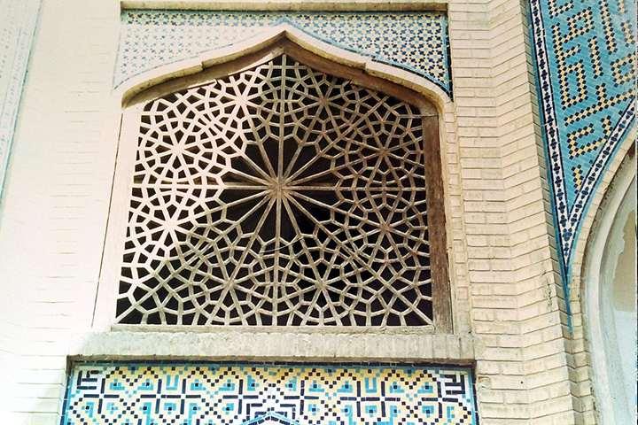 پنجرهی زیبای مدرسه - عکس از مصطفی آقابیگی