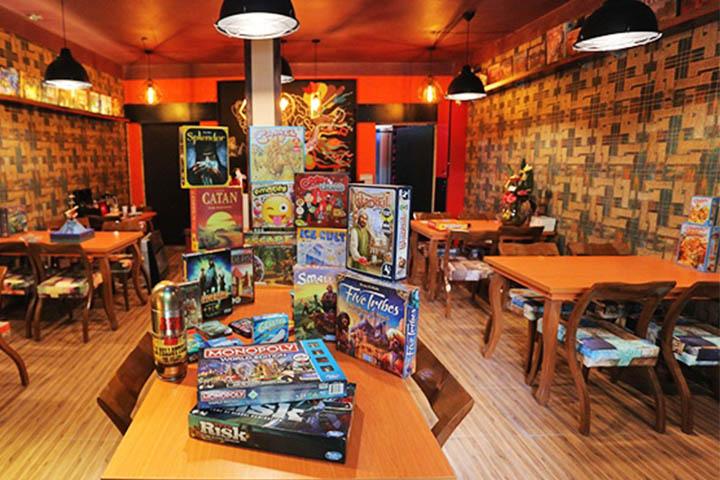 کافه برد گیم | جاهای تفریحی تهران