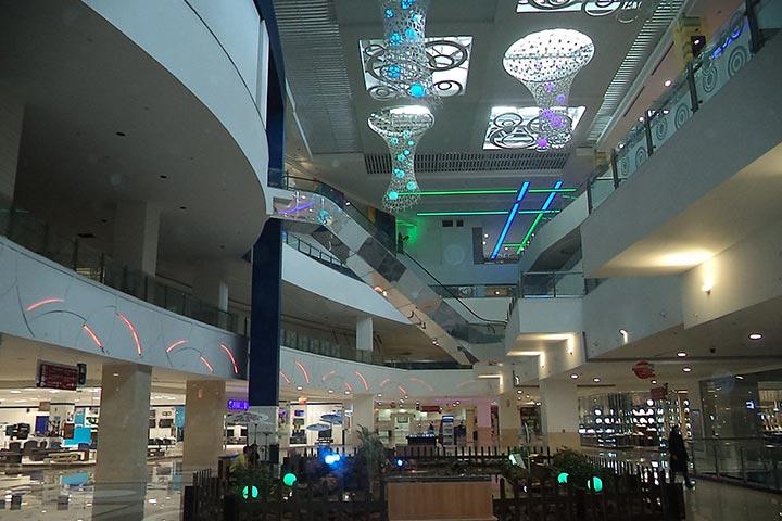 شیراز مراکز خرید مدرن بسیاری دارد