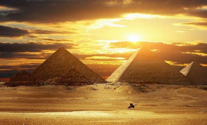 اهرام مصر کاور