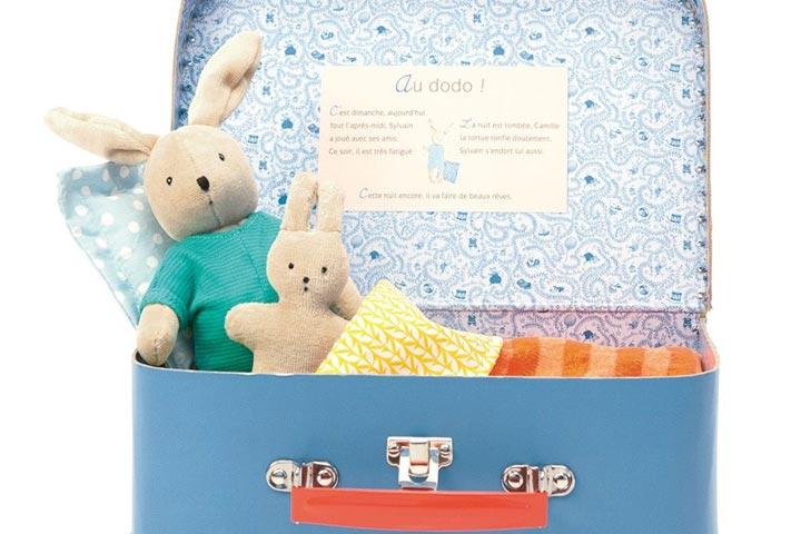 راهنمای سفر با کودکان | برای بچهها یک چمدان جداگانه در نظر بگیرید