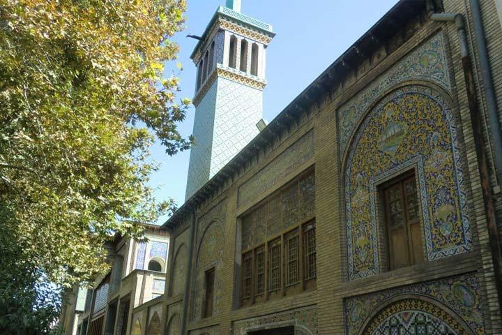 نمایی از عمارت بادگیر کاخ گلستان