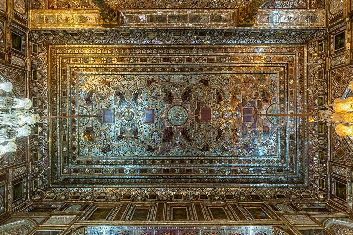 سقف عمارت بادگیر که مظفرالدین شاه زیر آن تاجگذاری کرد