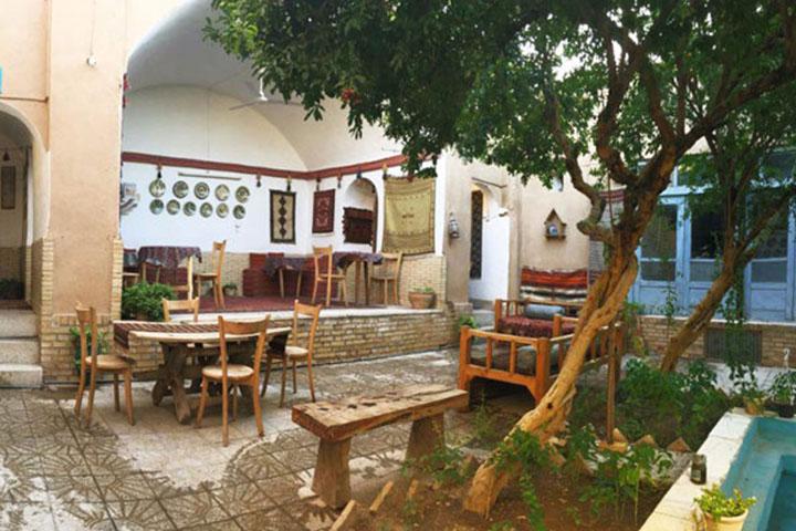 کافه خانه دوست یزد