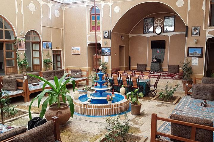 رستوران ترمه و ترنج یزد | حس نوستالژیک سفرههای ایرانی