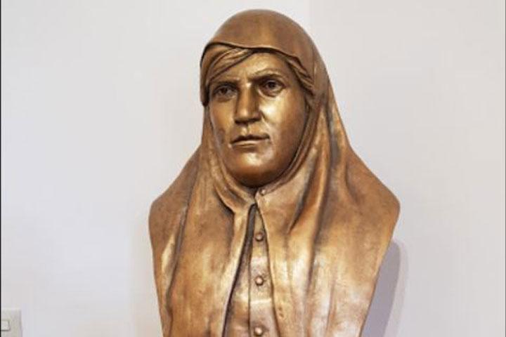 مجسمه زنان فعال در جنبش مشروطه