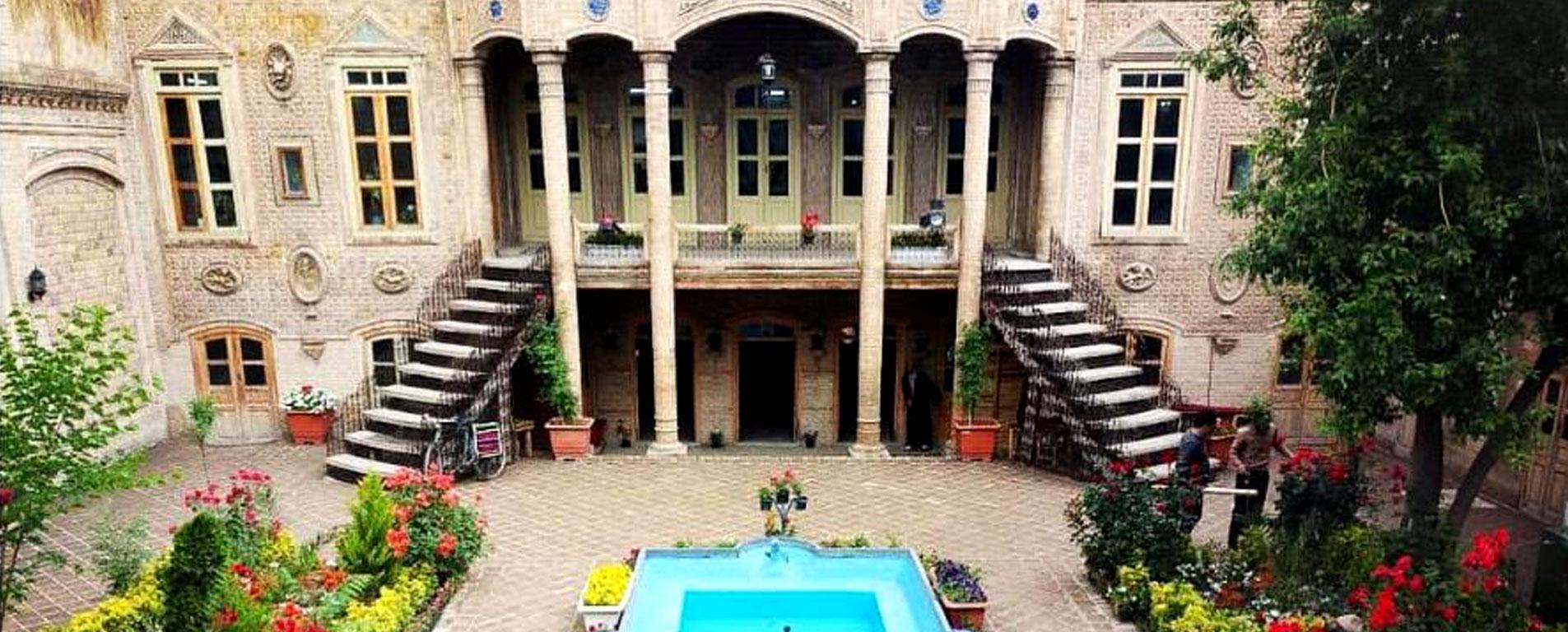 خانه های تاریخی مشهد ، نمایش هویت در پایتخت معنوی ایران