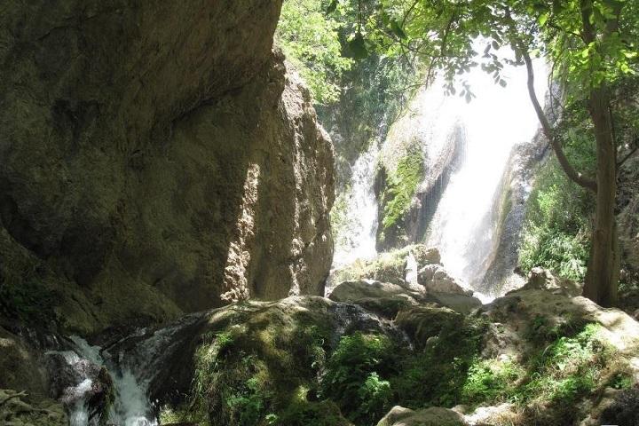 آبشار تنگ کرد