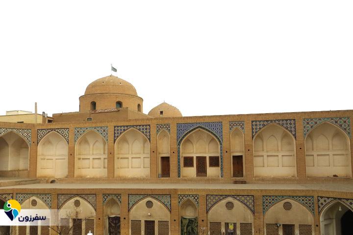 همجواری بقعه خواجه تاجالدین با محوطه مسجد