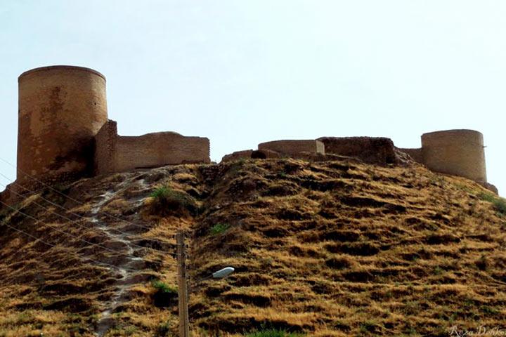 قلعه تل در فصل پاییز