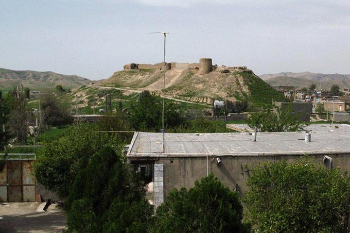 قلعه تل بر فراز بلندی