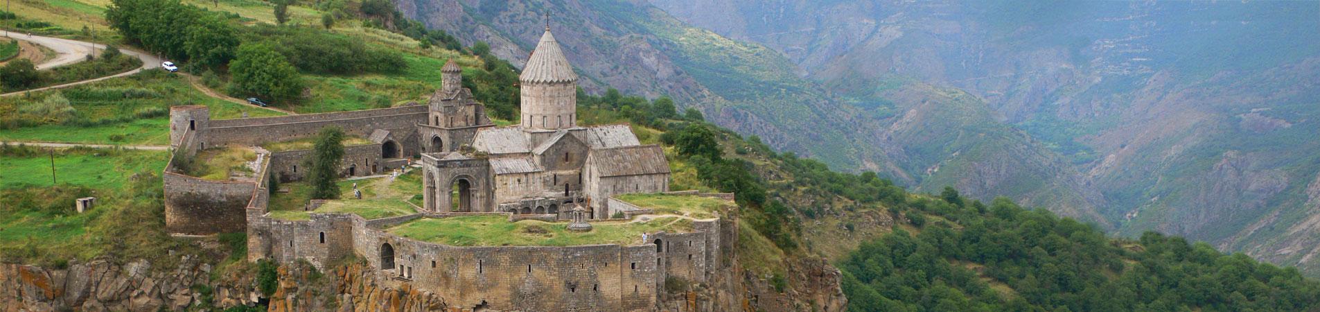 صومعه تاتو ؛ جذاب و تماشایی در دل کوهستان