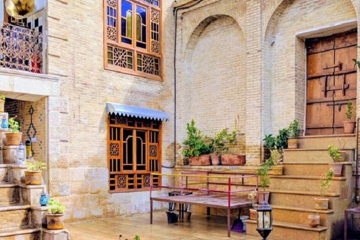 بوم گردی های شیراز و تجربه زندگی در خانههای گرم مردم محلی